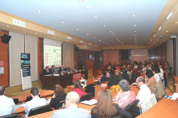 Lleno en el auditorio del edificio de formacion de correos en Madrid